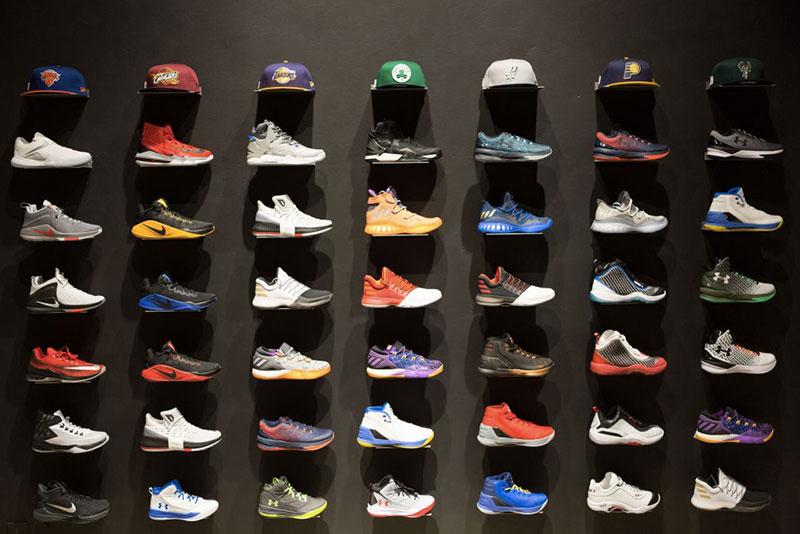 negozio di scarpe da basket